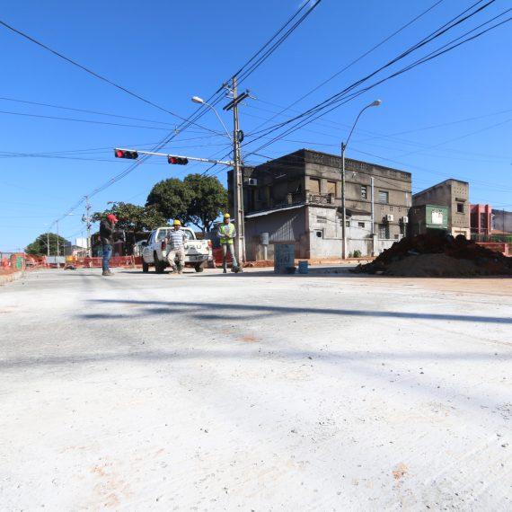 Loza de hormigón en la mitad de la avenida José Félix Bogado