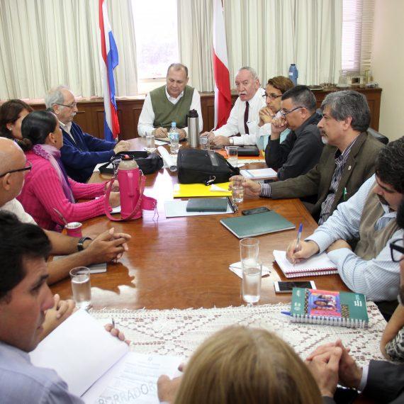 Presentaron al Intendente un proyecto para el Bañado Tacumbú en el marco de la Franja Costera Sur