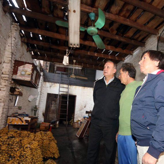 Intendente recorrió locales siniestrados en el Mercado de Abasto