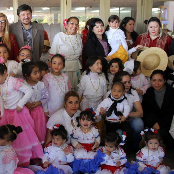 Con colorido desfile infantil la Municipalidad recuerda el Día del Folclore