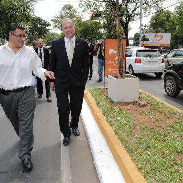 Inauguraron el paseo central sobre Mariscal López patrocinado por el Shopping Villa Morra