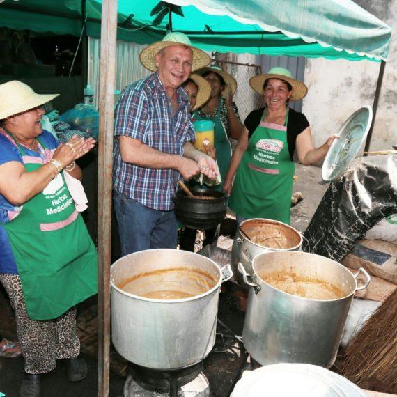 Jopara para 500 comensales ofreció la Comisión de Vendedores del Paseo de los Yuyos del Mercado 4