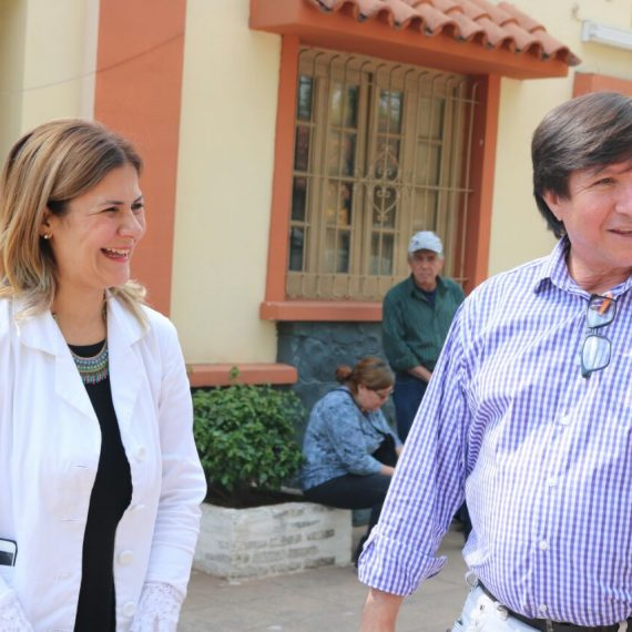 Mercado de Abasto entrega donaciones en el Día de la Salud Mental