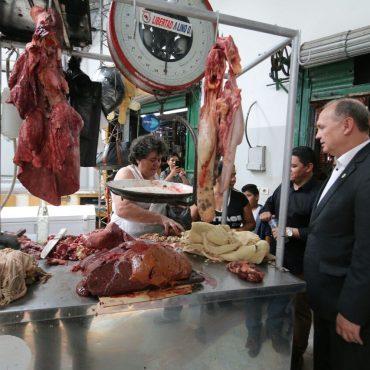 Sector del ex Frigorífico del Mercado 4 alberga temporalmente a vendedoras de carne, pescado y menudencias