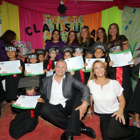 Niños y niñas de la Guardería Municipal del Mercado 4 cantaron y bailaron durante su acto de clausura