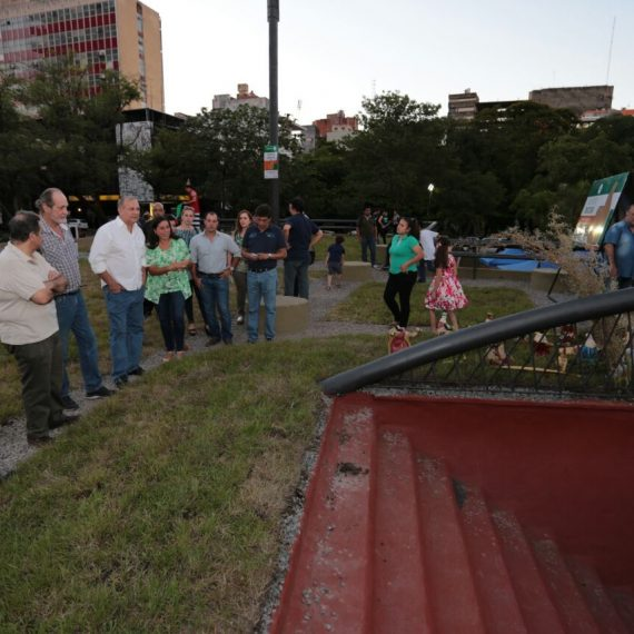 Una terraza jardín fue inaugurada en la Plaza de la Democracia en el marco de los Desafíos Asu