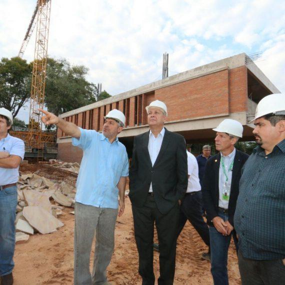 Intendente recorrió obra del CDI, colegio privado que apuesta al proyecto de la Costanera