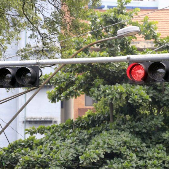 Municipalidad planea renovar sistema semafórico en 102 cruces capitalinos