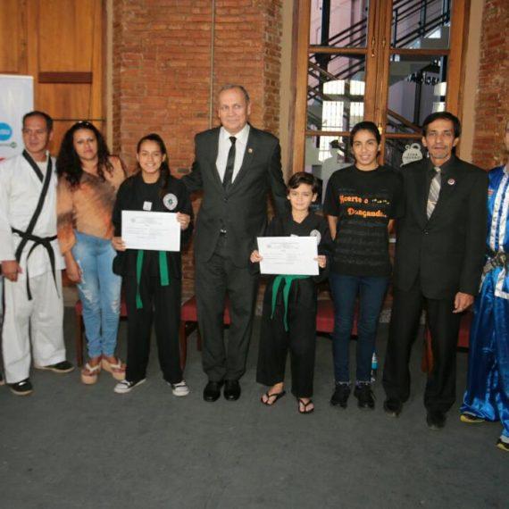 Dos atletas de escuelas municipales participarán de torneo internacional de Artes Marciales