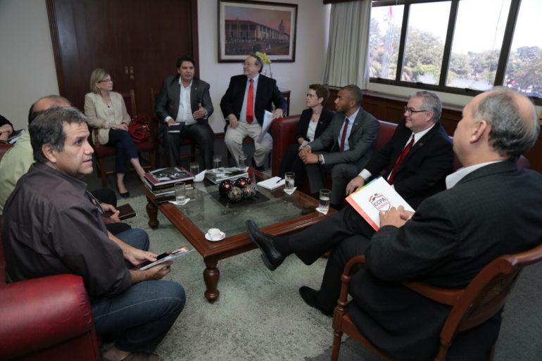 Intendente recibió a autoridades del Centro Cultural Paraguayo Americano