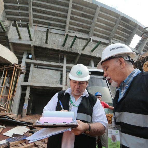 Técnicos municipales evalúan las causas del desmoronamiento de un sector del estadio en construcción del Club Cerro Porteño