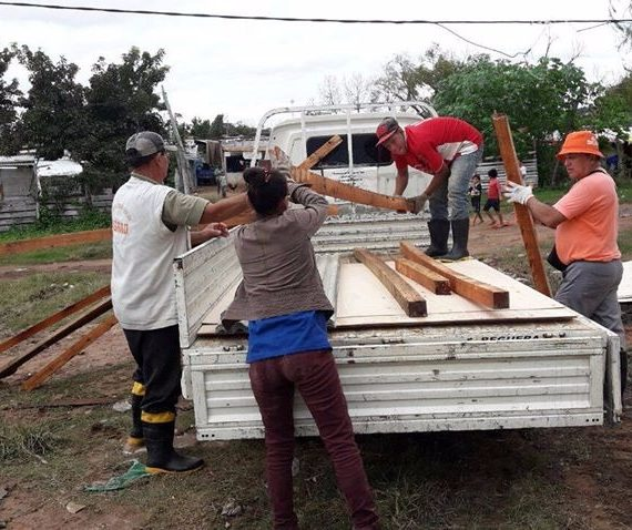 Crecida del río Paraguay genera traslado de familias ribereñas a refugios establecidos
