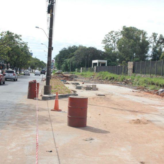 Construcción de dársenas frente a IPS requieren trabajos de drenaje de agua que son encarados por la Municipalidad