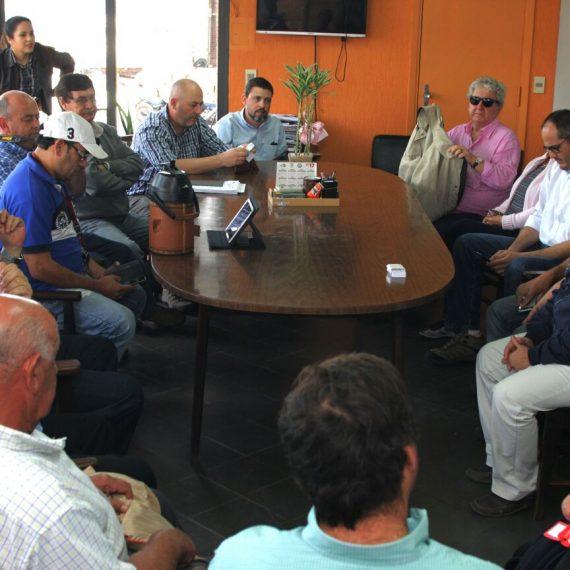 Delegación de comerciantes uruguayos de productos del agro visitaron el Mercado de Abasto