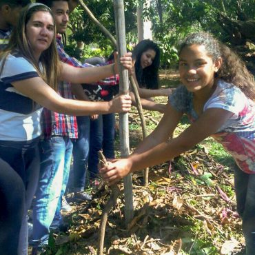 Jóvenes Apuestan a la Agroecología Urbana