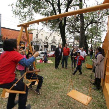 Escultura  y naturaleza unidas en un proyecto municipal para enseñar y divertir a los niños
