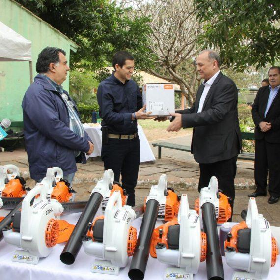 Millonaria inversión municipal para limpieza y equipamiento de espacios públicos