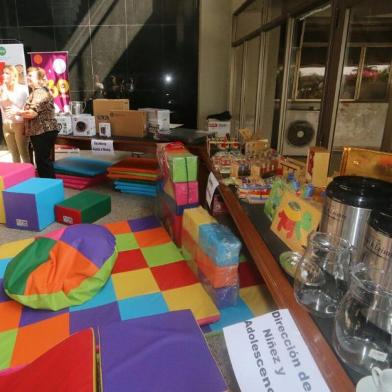 Madrinas entregaron importantes donaciones a guarderías municipales