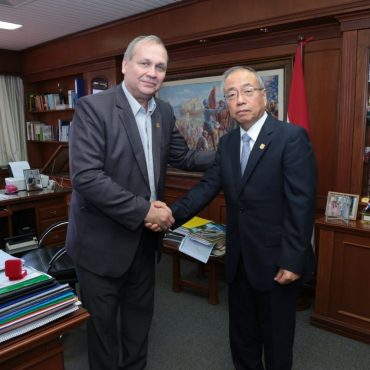 Embajador japones primera visita oficial al intendente Ferreiro