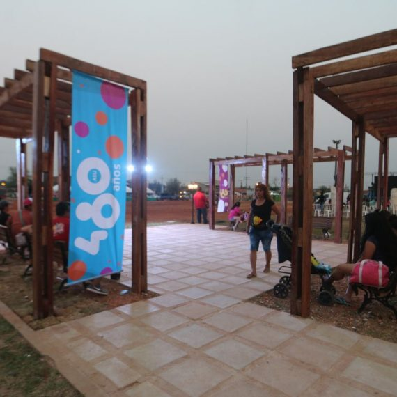 Brillo, emoción y multitudinaria presencia de vecinos en la Inauguración de la nueva Plaza Cañones en el Bañado Sur