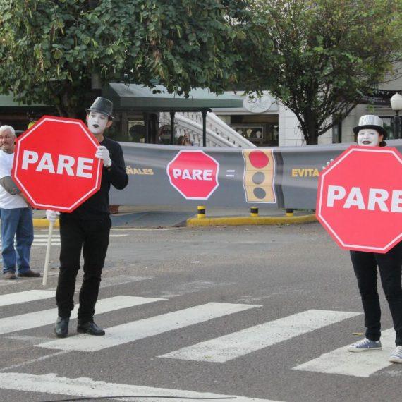 """Campaña de Educación Vial """"PARA UN POCO"""" prosiguió en la intersección de Charles de Gaulle y Campos Cervera"""