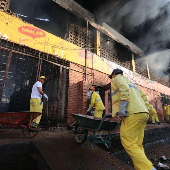 Comuna activa operativo de limpieza para regularizar el trabajo de los permisionarios afectados por el incendio.