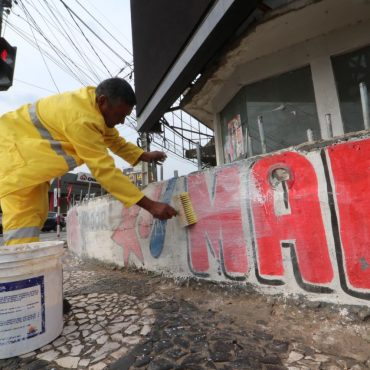 Municipalidad retira propaganda electoral fuera de plazo con el apoyo del Ministerio Público.