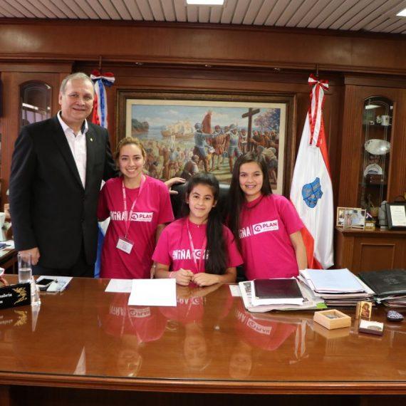 Una niña asumió el mando de la Municipalidad de Asunción