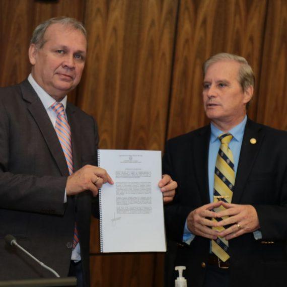 Intendente Ferreiro se interiorizó sobre proyecto de Ley de Capitalidad presentado en la Cámara de Diputados