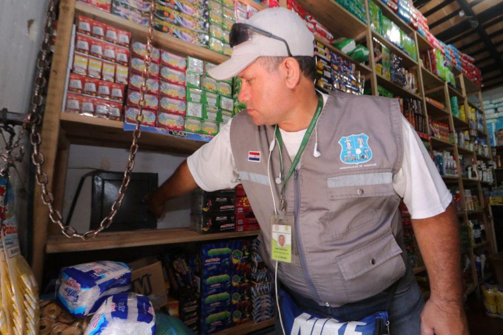 Comerciantes del Mercado 4 fueron notificados sobre la prohibición de comercialización de juegos pirotécnicos en sus locales