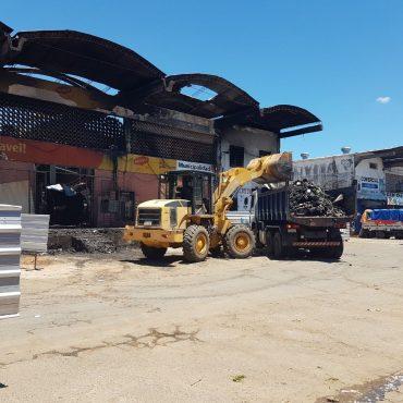 """Desde este lunes 20 de noviembre se utilizarán tractores y maquinarias pesadas para la limpieza del bloque """"C"""", del Mercado de Abasto"""