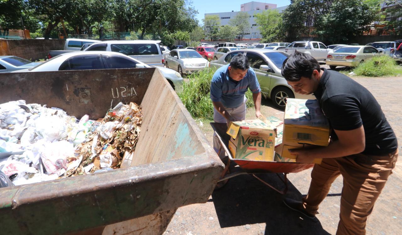 Fueron destruidos alimentos decomisados con fechas de vencimiento caducadas