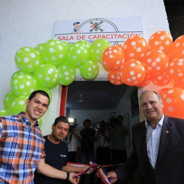 Inauguración de sala de capacitación y entrega de nuevas herramientas para mecánicos de Servicios Urbanos realizó el intendente Ferreiro