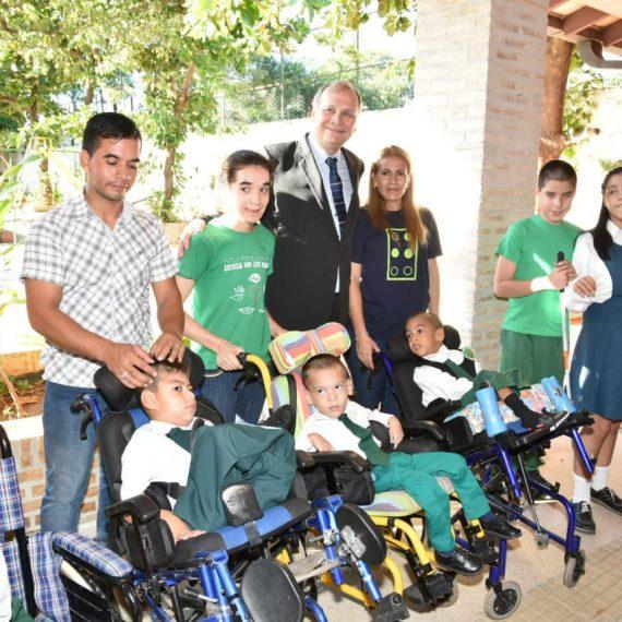 Intendente Ferreiro celebró el cumpleaños de la Escuela Luis Braille