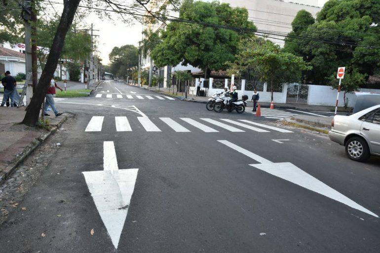 Sin inconvenientes se implementa desde hoy el sentido único de circulación en varias calles del barrio Villa Morra