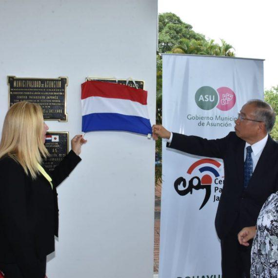 Placa Conmemorativa por los 30 años del Centro Paraguayo Japonés ya luce en su acceso principal